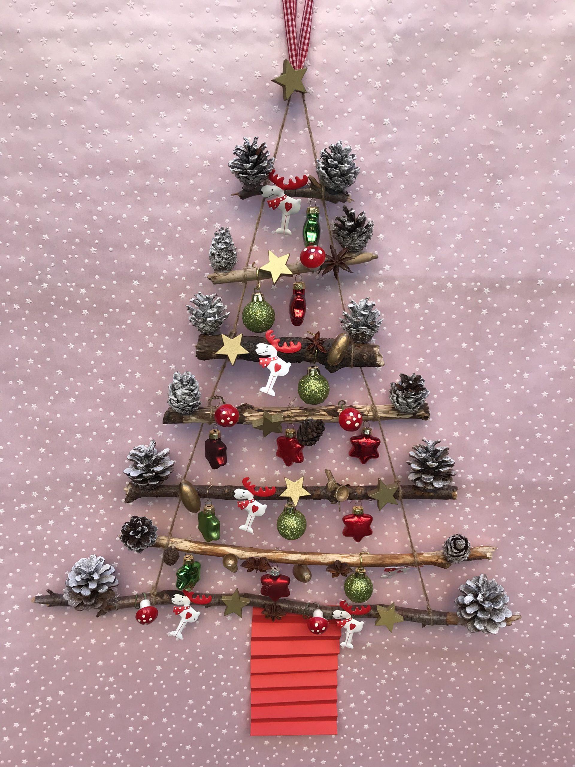 Weihnachtsbaum aus Holz Ästen selbermachen