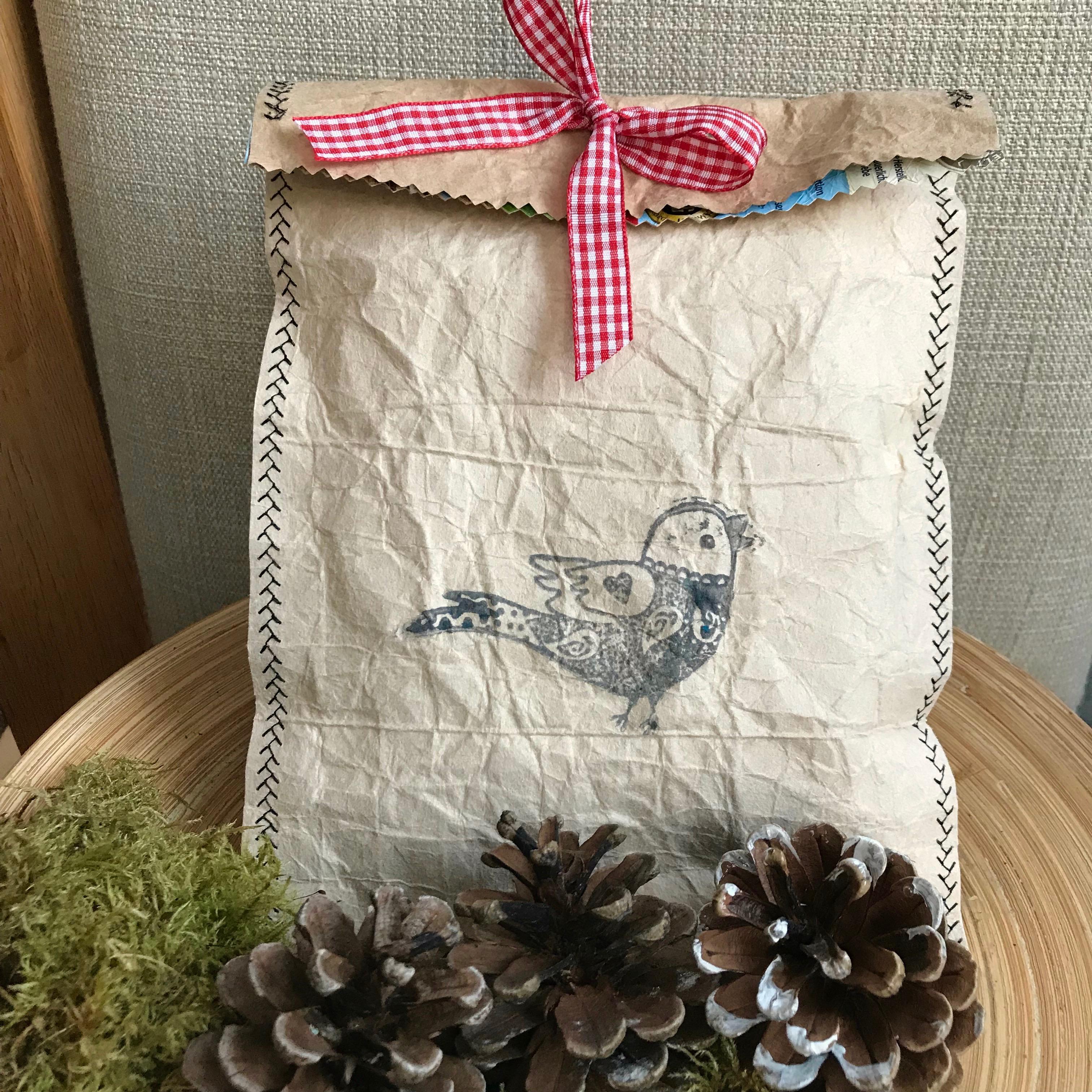 Geschenktüte aus Tetrapak basteln, Anleitung für ein Upcycling DIY Geschenktüte für Geburtstag oder Weihnachten