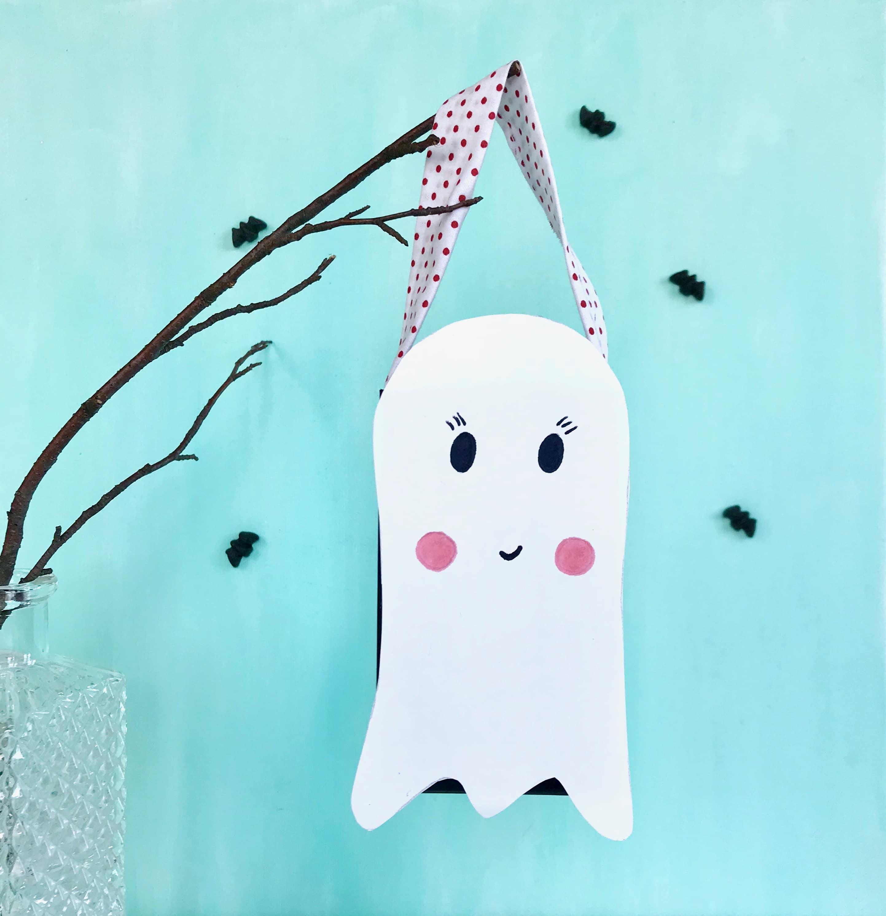 halloween-gespenst-als-suessigkeiten-eimer-mit-kindern-basteln-upcycling