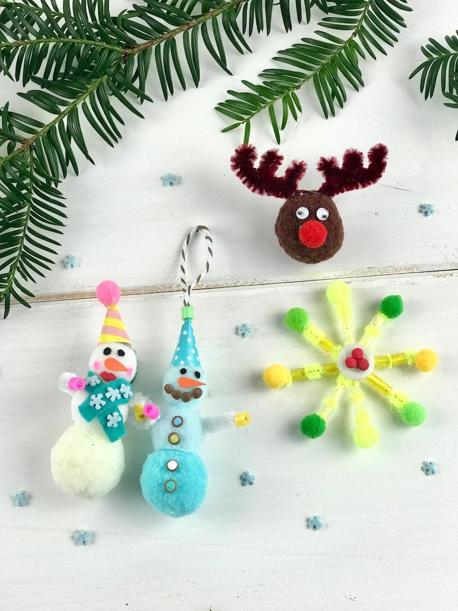 Weihnachtsbasteln mit Kindern zum Advent, DIY Weihnachtsschmuck, Pompoms, Schneemann, Rentier, Stern, basteln
