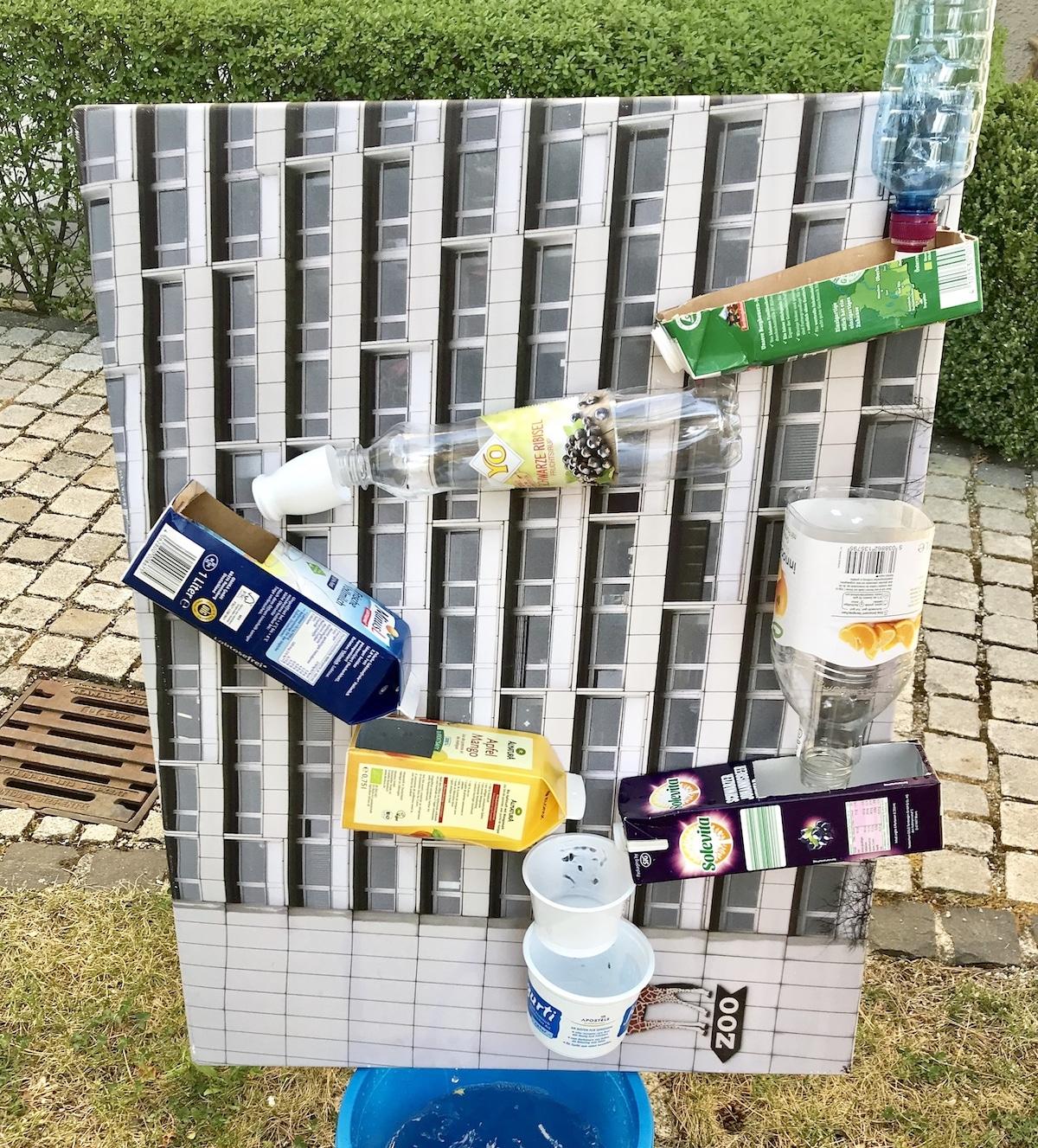 Wasserfall aus Verpackungsmaterial bauen, Wasserspiel für draußen, umweltfreundlich, Upcycling