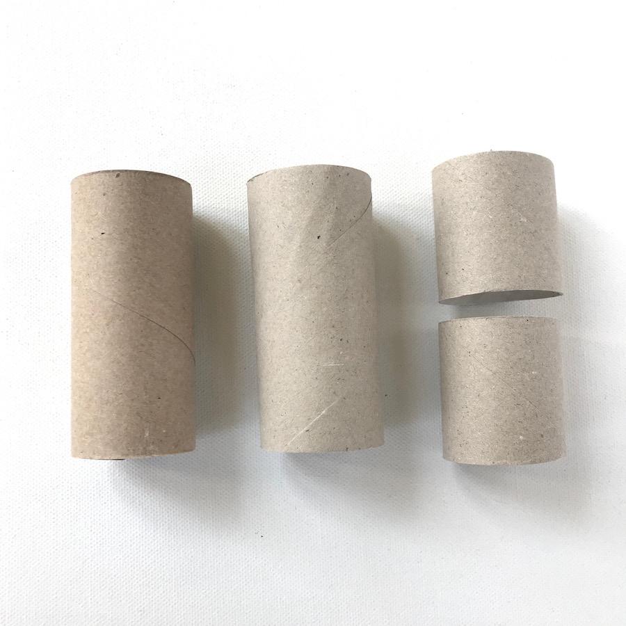 Steckspiel aus Klorollen, Toilettenpapierrollen zuschneiden