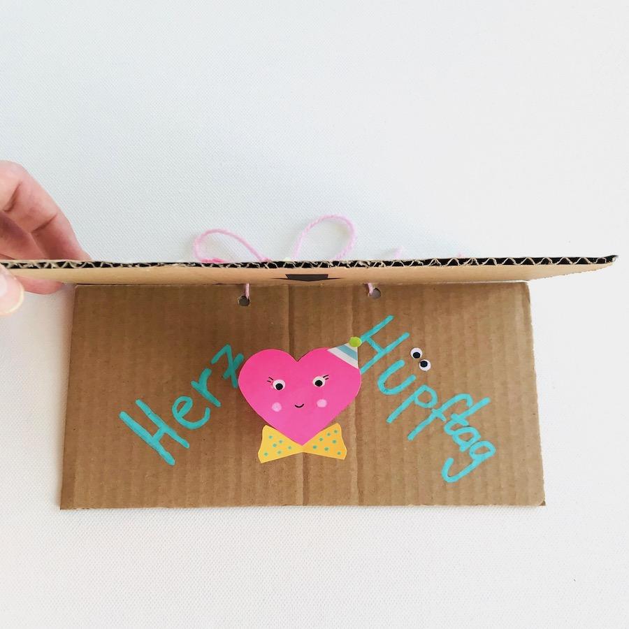 Pop Up Karte aus Karton basteln, Upcycling Idee Kinder