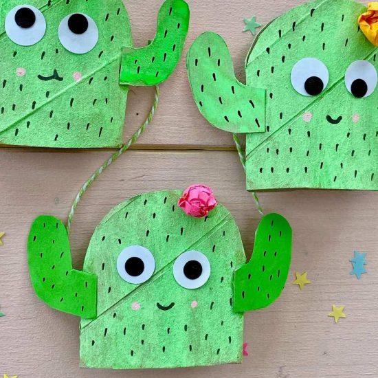 basteln-mit-kinder-sommer-kaktus-fensterdeko-basteln-upcycling-idee
