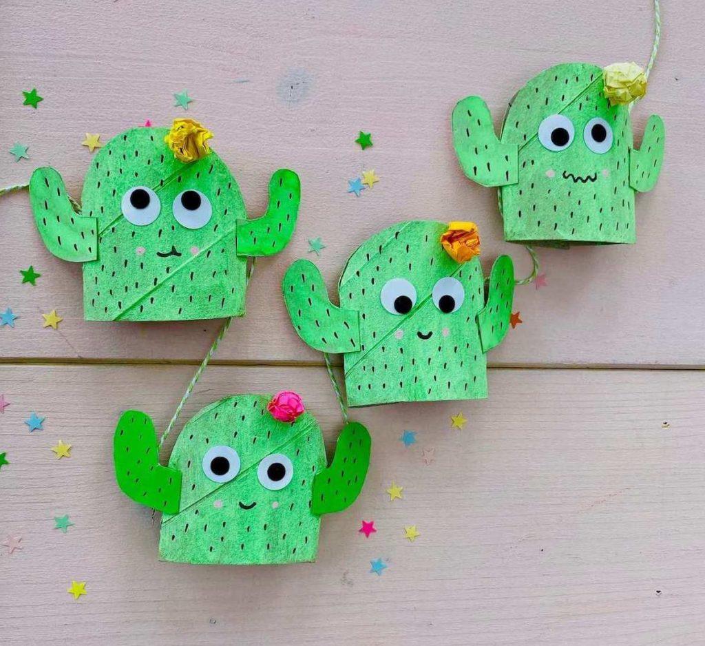 basteln-mit-kinder-sommer-kaktus-fensterdeko-aus-klorollen-upcycling