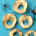 halloween-fingerfood-fuer-kinder-vampire-selbermachen-einfacher-party-snack-kinder-