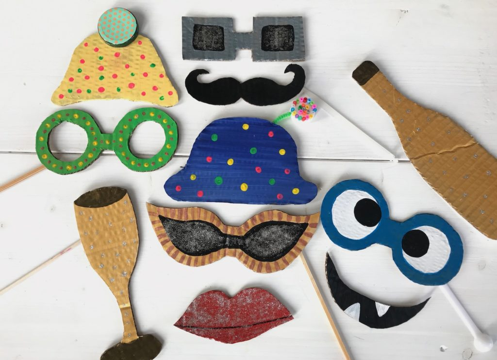 silvester-spiele-fuer-kinder-photo-booth-selbermachen-diy-kinderparty