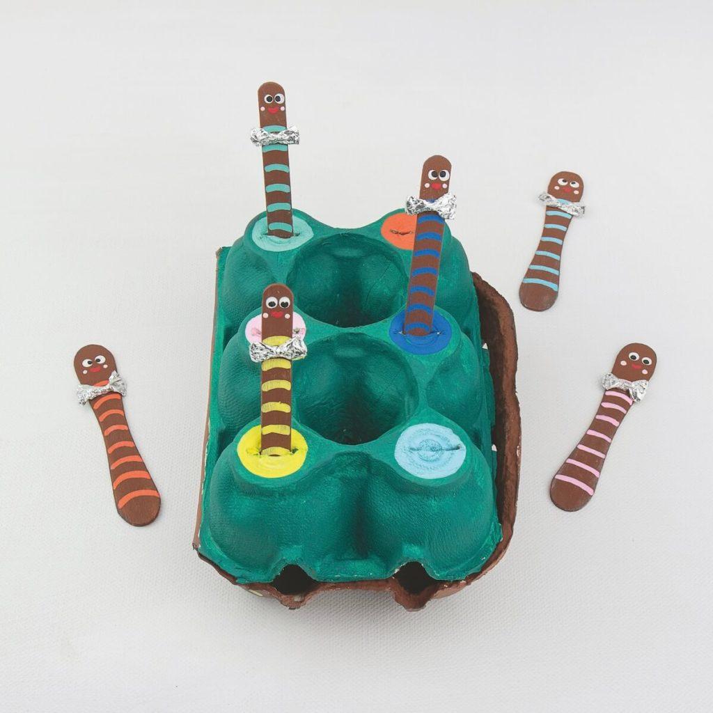 regenwurm-spiel-aus-eierkarton-und-eisstielen-basteln